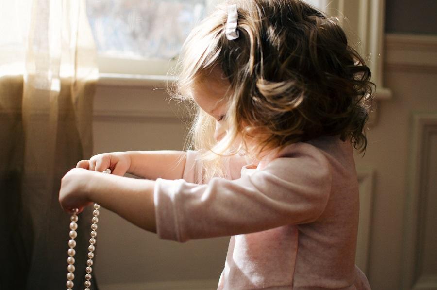 Un meilleur équilibre familial avec l'aide d'un psy pour enfant. Diplome de l'académie de psychologie, le professionnel exerce sa spécialité et dispose d'outils spécifiques